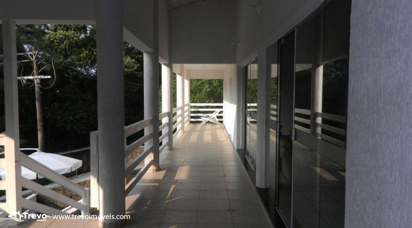 Casa-a-venda-em-condomínio-fechado-junto-a-cachoeira-em-ilhabela