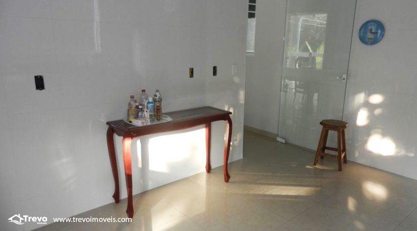 Casa-a-venda-em-condomínio-fechado-junto-a-cachoeira-em-ilhabela1