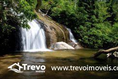 Casa-a-venda-em-condomínio-fechado-junto-a-cachoeira-em-ilhabela16
