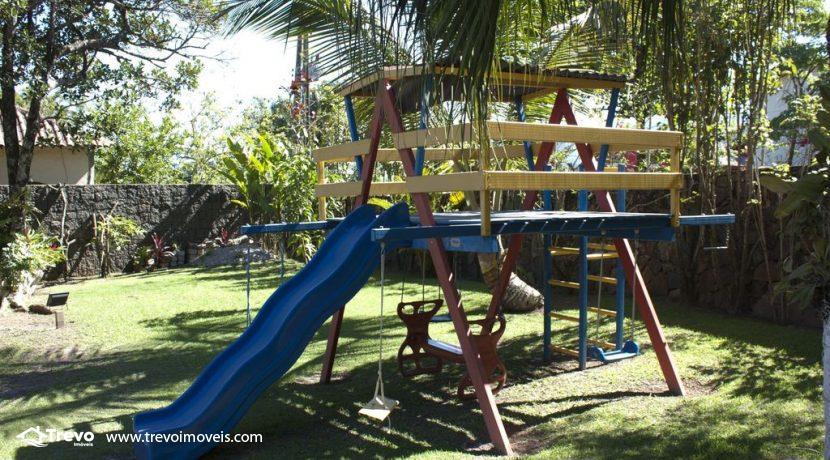 Linda-casa-a-venda-em-Ilhabela-perto-da-praia1
