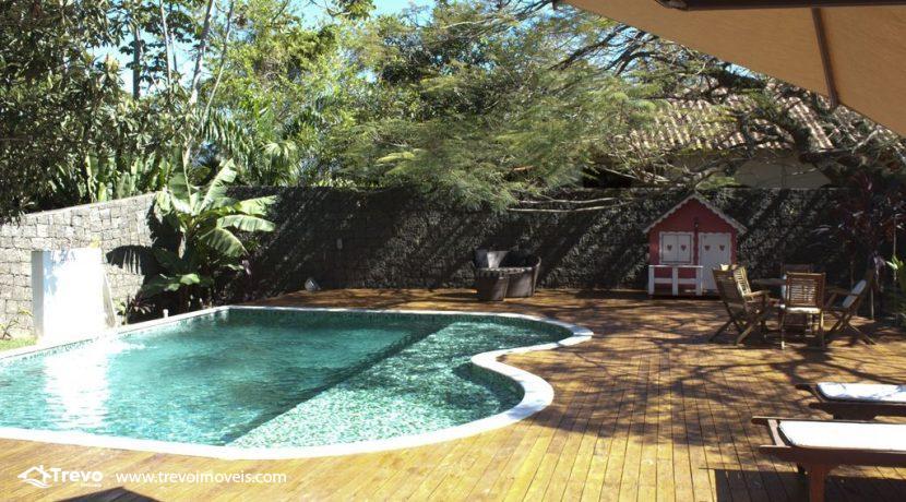 Linda-casa-a-venda-em-Ilhabela-perto-da-praia2