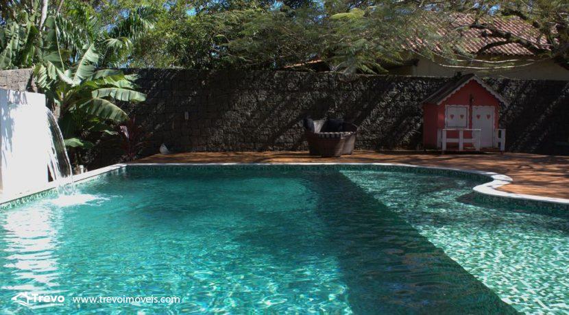 Linda-casa-a-venda-em-Ilhabela-perto-da-praia3