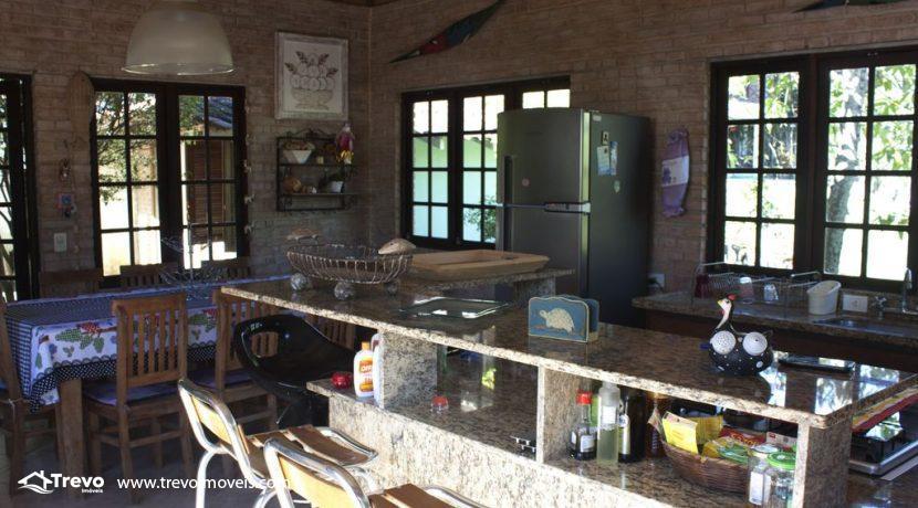 Linda-casa-a-venda-em-Ilhabela-perto-da-praia30