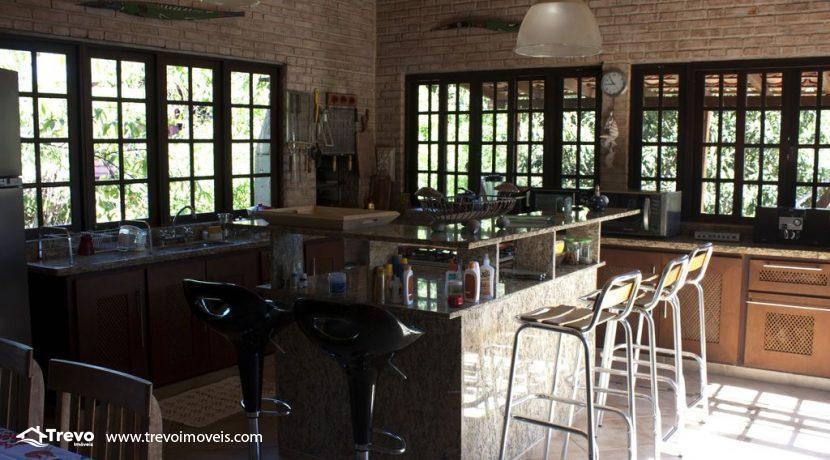 Linda-casa-a-venda-em-Ilhabela-perto-da-praia36