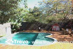 Linda-casa-a-venda-em-Ilhabela-perto-da-praia4