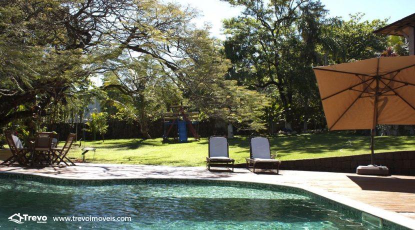 Linda-casa-a-venda-em-Ilhabela-perto-da-praia5