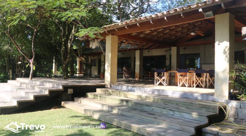 Casa-a-venda-em-Ilhabela-na-costeira-com-pier5