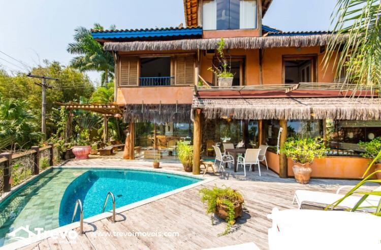 Casa charmosa a venda em Ilhabela em condomínio de luxo