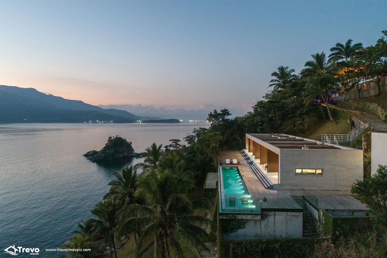 Casa de luxo na costeira a venda em Ilhabela