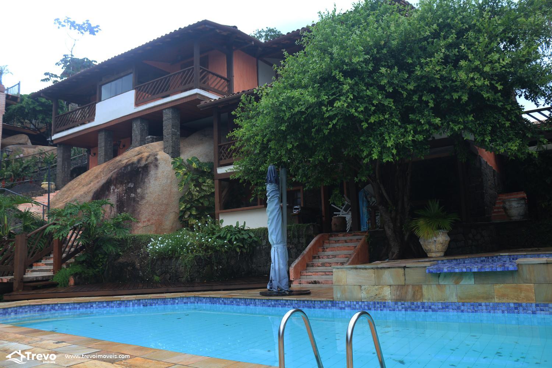 Casa charmosa com vista para o mar em condomínio fechado