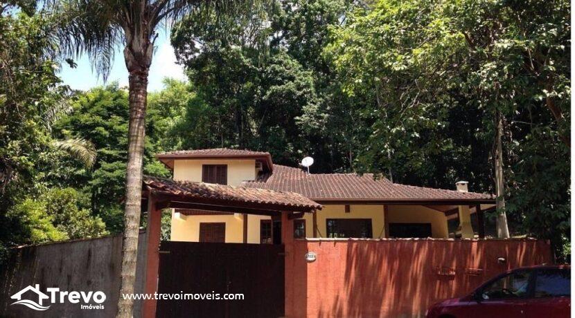 Casa-a-venda-em-condomínio-com-cachoeira