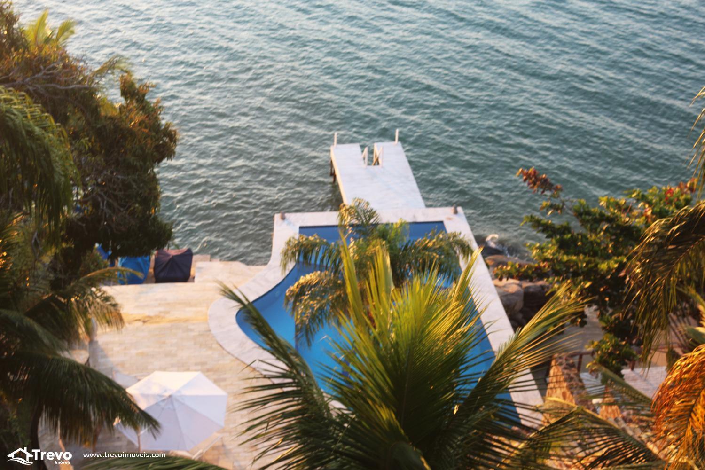 Casa charmosa a venda em Ilhabela frente ao mar